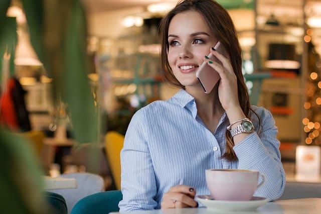 9 astuces pour savoir comment vendre par téléphone (sans être commercial)